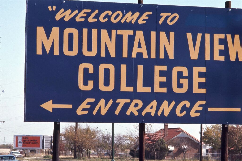 Sign that reads 'Welcome to Mountain View College'